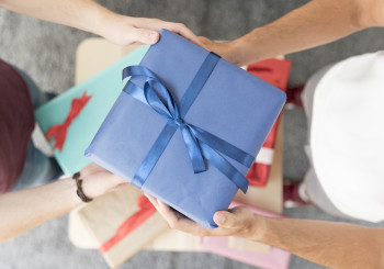 Избери подарък за имен ден